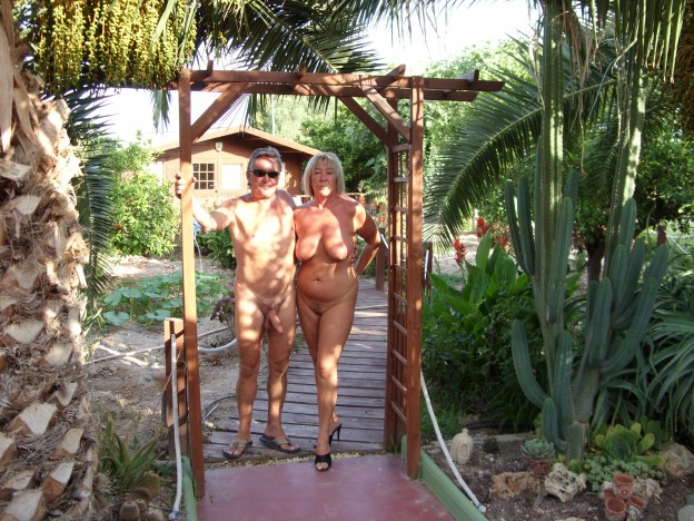 Nudist couple, Ian and Maggie Alicante
